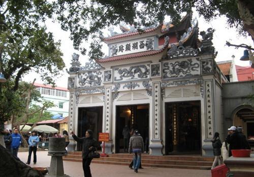 Quan Thanh Temple-3