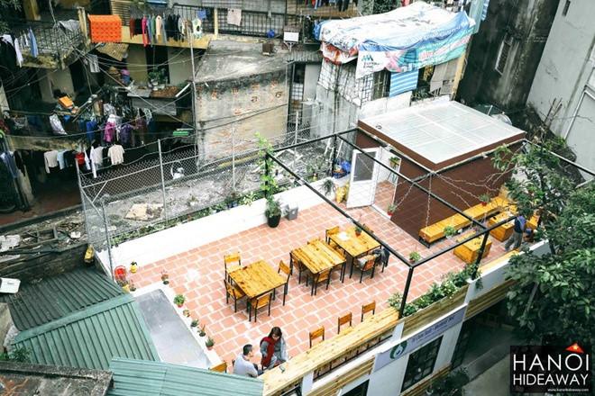 Bluebirds'Nest Book Café, 19 Dang Dung street
