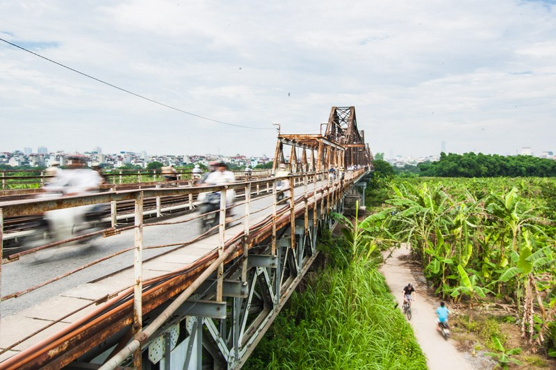 20 things to do in Hanoi-Long Bien Bridge