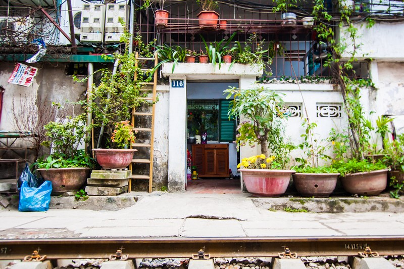 20 things to do in Hanoi-see life on the train