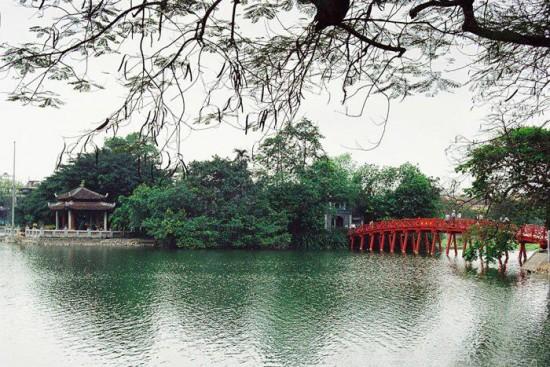 Озеро Хоан Кием.