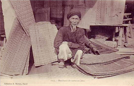 An old man selling Vietnamese sedge mats