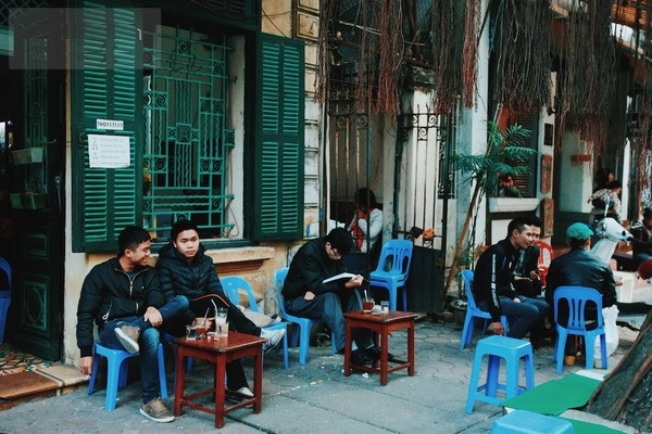 The sidewalk coffee and iced tea are also a characteristic in Hanoi.